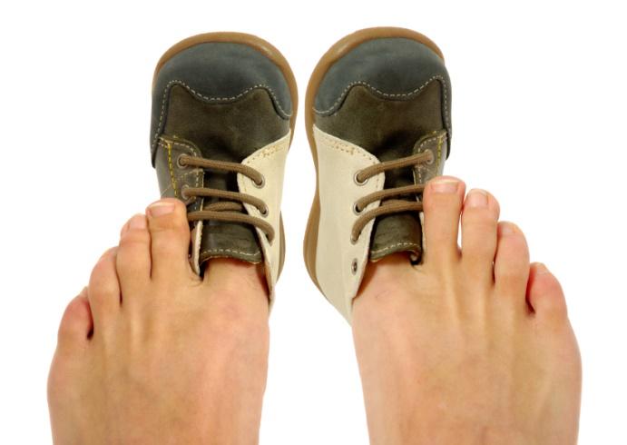 پوشیدن کفش تنگ