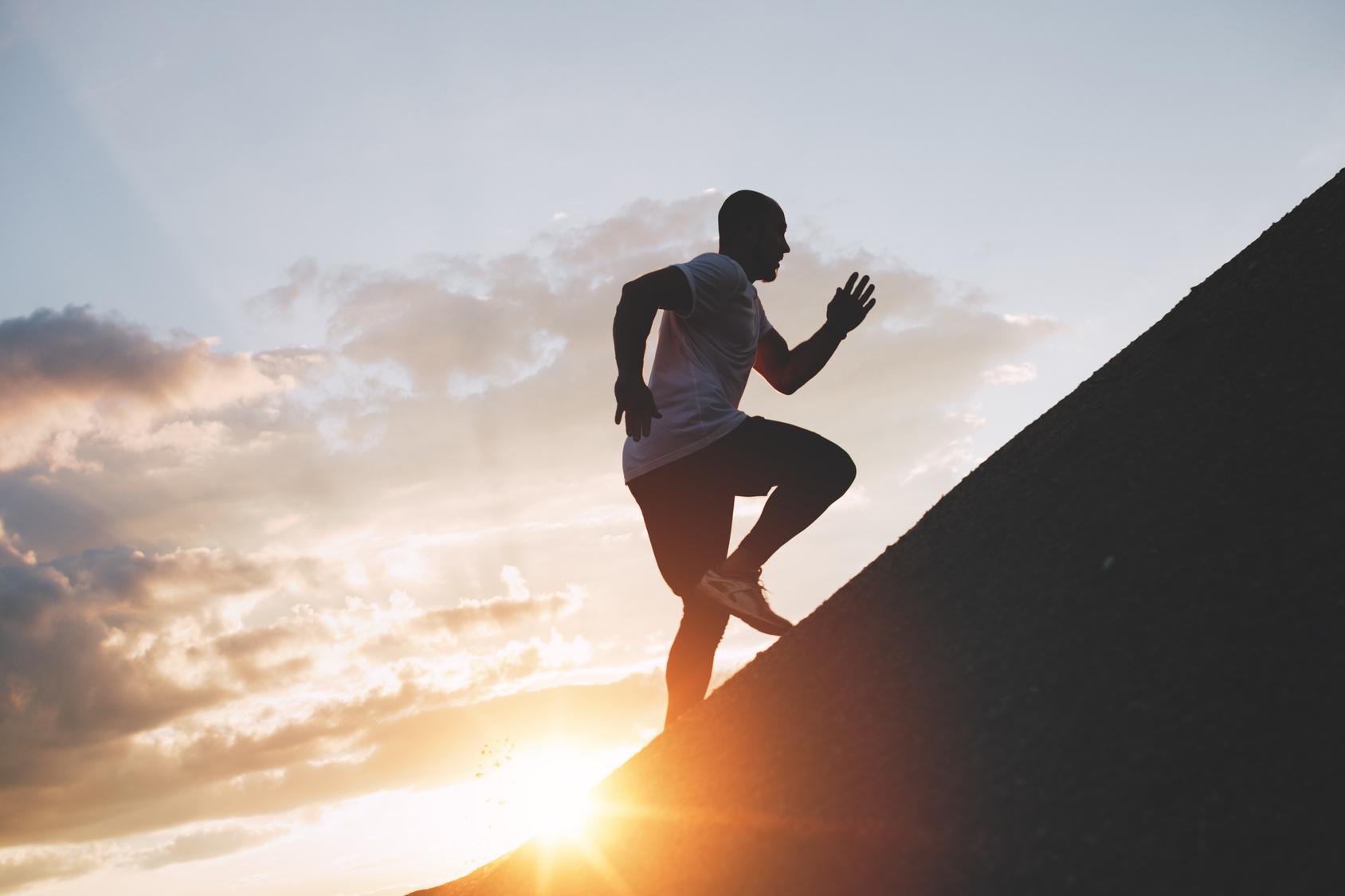نحوه ی صحیح دویدن در سربالایی