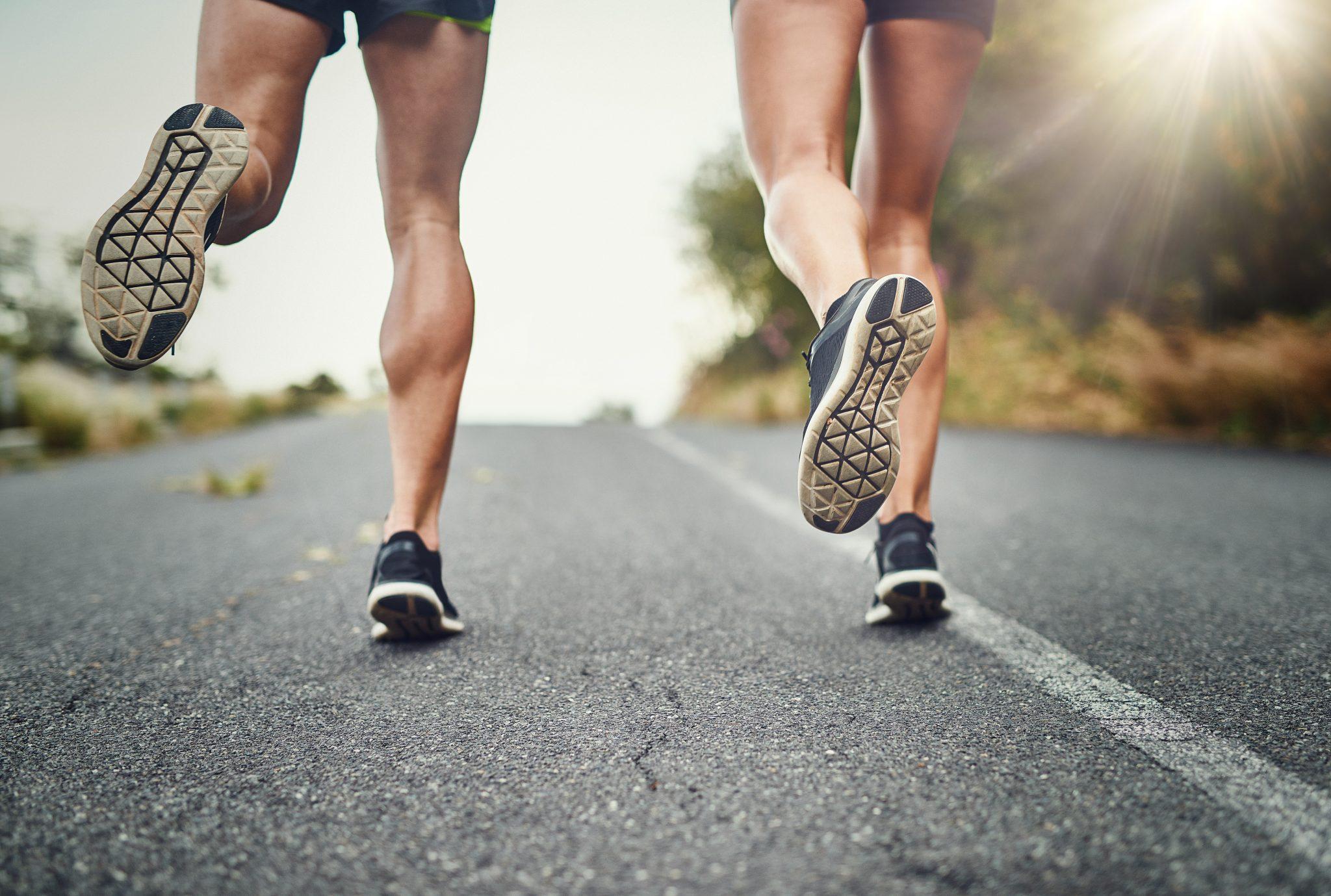 نحوه صحیح دویدن در دویدن در سرازیری