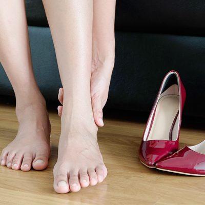 کفش تنگ و مشکلات پا